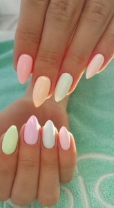 Light pastel pointy manicure